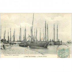 carte postale ancienne 80 LE CROTOY. Bateaux de Pêcheurs au Port à Marée haute 1906. Poissons et Crustacés