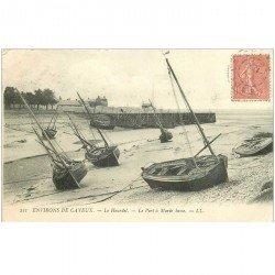 carte postale ancienne 80 LE HOURDEL. Le Port à Marée basse 1905