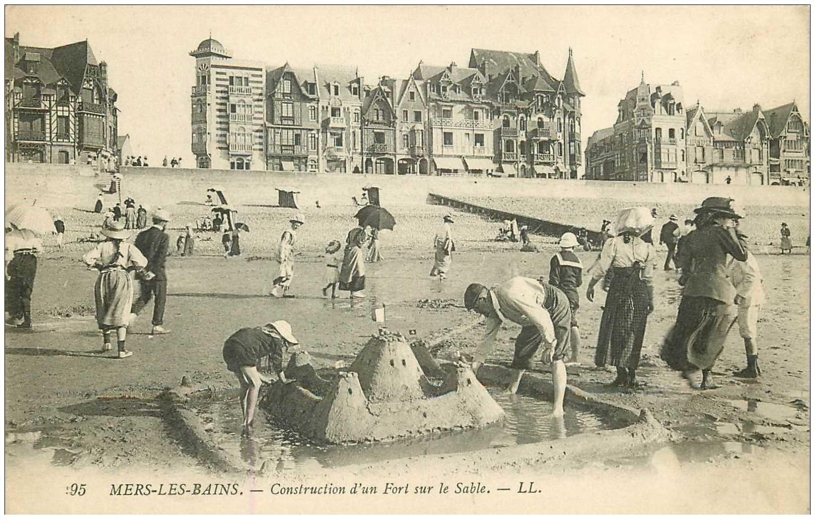 carte postale ancienne 80 MERS-LES-BAINS. Construction d'un Fort sur le Sable