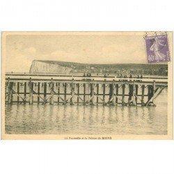 carte postale ancienne 80 MERS-LES-BAINS. Falaise et Passerelle 1929