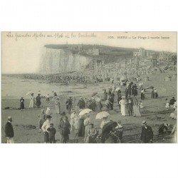 carte postale ancienne 80 MERS-LES-BAINS. La Plage à Marée basse avec les ombrelles 1906