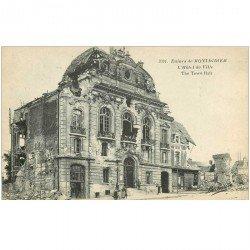 carte postale ancienne 80 MONTDIDIER. Ruines Guerre 1914. Hôtel de Ville animation