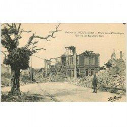 carte postale ancienne 80 MONTDIDIER. Ruines Guerre 1914. Soldat Allemand Place de la République
