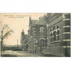 carte postale ancienne 80 ROYE. Ecole Communale de Garçons et Chapelle 1928