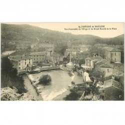 carte postale ancienne 84 FONTAINE-DE-VAUCLUSE. Village et Grand Bassin de la Place