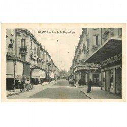carte postale ancienne 84 ORANGE. Rue de la République Bar des Glaces