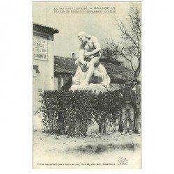 carte postale ancienne 84 ORANGE. Statue Samson terrassant un Lion avec Personnages