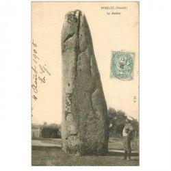 carte postale ancienne 85 AVRILLE. Le Menhir 1905 avec Personnage