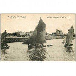 carte postale ancienne 85 CROIX DE VIE. Bateaux Sardiniers sortant du Port 1930. Pêcheurs et Poissons