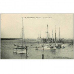 carte postale ancienne 85 CROIX DE VIE. Entrée du Port Bateaux de Pêcheurs 1913