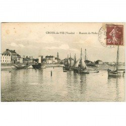 carte postale ancienne 85 CROIX DE VIE. Rentrée de Pêche des Bateaux Sardiniers 1932