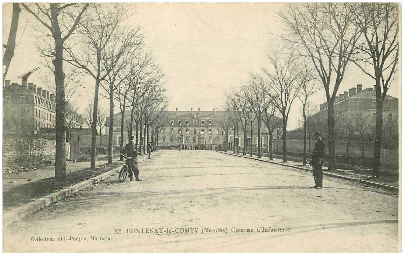 carte postale ancienne 85 FONTENAY LE COMTE. Caserne d'Infanterie 1914 Militaire cycliste
