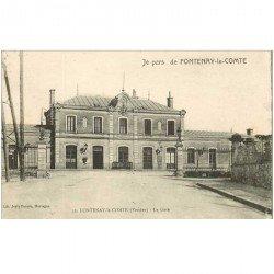 carte postale ancienne 85 FONTENAY LE COMTE. La Gare. Pour Montreuil 1919