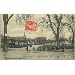 carte postale ancienne 85 FONTENAY LE COMTE. Le Champ de Foire 1912
