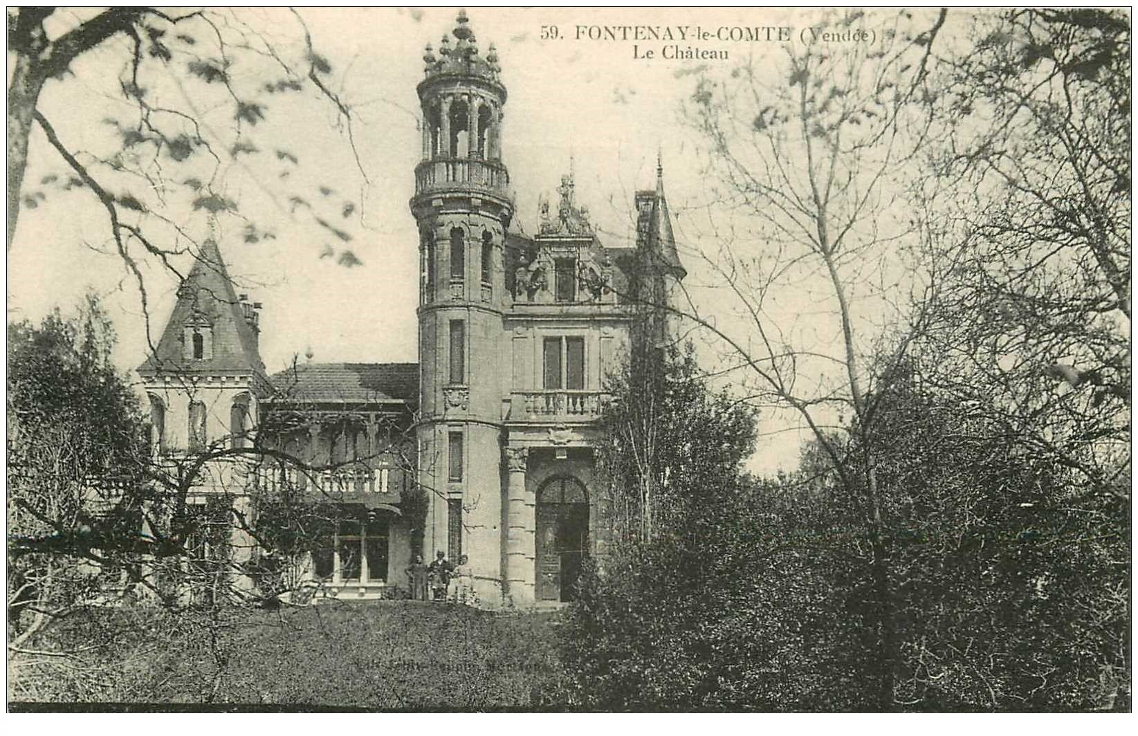 carte postale ancienne 85 FONTENAY LE COMTE. Le Château petite animation
