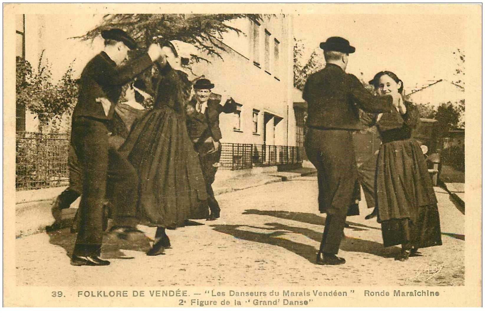 carte postale ancienne 85 FROMENTINE. Les Danseurs du Marais Vendéen. Ronde Maraîchine ett Drand Danse 1940
