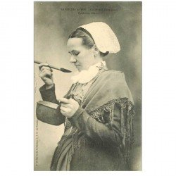 carte postale ancienne 85 LA ROCHE SUR YON. Confection d'une Sauce 1905 coiffe et châle traditionnels