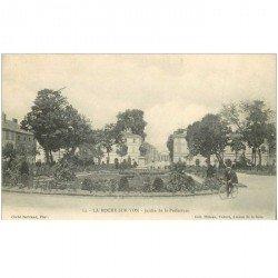 carte postale ancienne 85 LA ROCHE SUR YON. Cycliste Jardin de la Préfecture