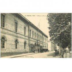 carte postale ancienne 85 LA ROCHE SUR YON. Hôtel de Ville et Fiacres