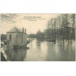 carte postale ancienne 85 LA ROCHE SUR YON. La Crue de l'Yon en 1906. Carte déliassée