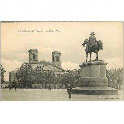 carte postale ancienne 85 LA ROCHE SUR YON. Statue Napoléon Place Armes