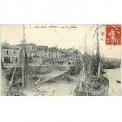 carte postale ancienne 85 LES SABLES D'OLONNE. A la Poissonnerie 1909 Bateaux de Pêche. Métiers de la Mer