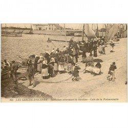 carte postale ancienne 85 LES SABLES D'OLONNE. Cale de la Poissonnerie Sablaises attendant la Sardine. Métiers de la Mer