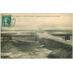 carte postale ancienne 85 LES SABLES D'OLONNE. Jetées et brise lames 1910