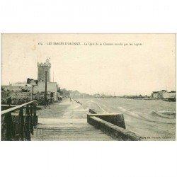 carte postale ancienne 85 LES SABLES D'OLONNE. La Chaume le Quai envahi par les vagues.Les Hirondelles Ecole 1927