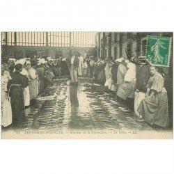 carte postale ancienne 85 LES SABLES D'OLONNE. La Criée vente de Poissons 1916. Métiers de la Mer