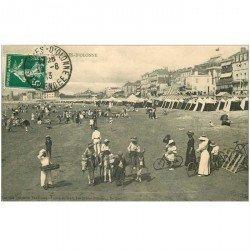carte postale ancienne 85 LES SABLES D'OLONNE. La Plage 1913 Vendeur beignets ambulant et ballade sur Anes ou à vélo