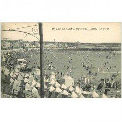 carte postale ancienne 85 LES SABLES D'OLONNE. La Plage avec ses Tentes 69