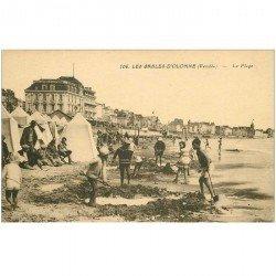 carte postale ancienne 85 LES SABLES D'OLONNE. La Plage et Jeux de Sable