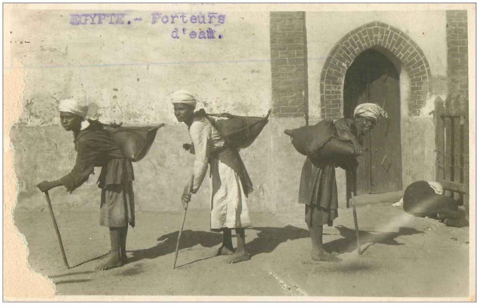 carte postale ancienne EGYPTE. Jeunes Porteurs d'eau. Photo cpa