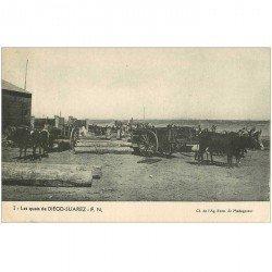 carte postale ancienne MADAGASCAR. Les Quais de Diego Suarez attelage pour le Bois