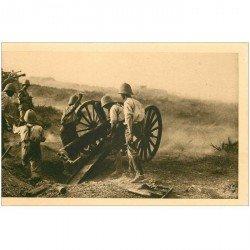 carte postale ancienne Maroc. LA GUERRE. Canon pièce de 75 en action Soldats Militaires