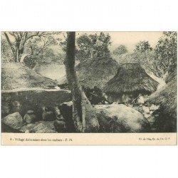 carte postale ancienne BENIN. Village dahoméen dans les rochers