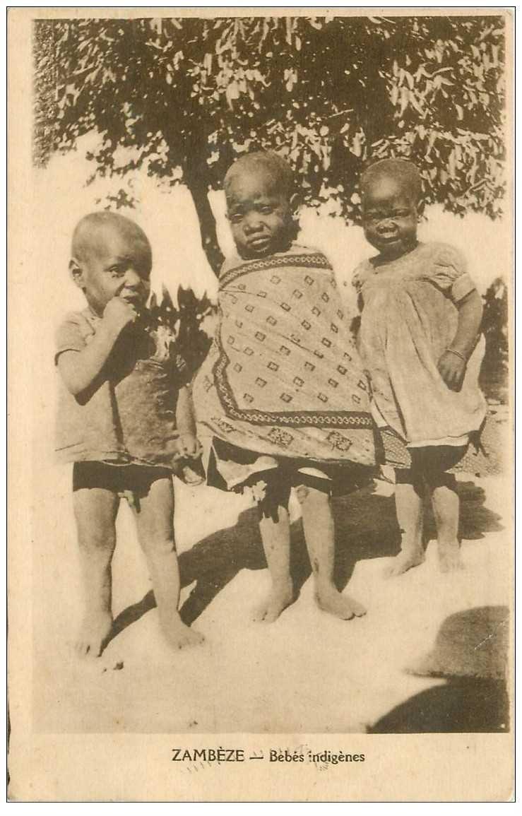 carte postale ancienne ZAMBIE. Bébés indigènes