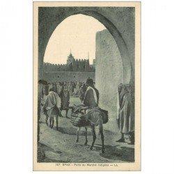 carte postale ancienne TUNISIE. Sfax. Porte du Marché indigène avec transports à dos d'nes