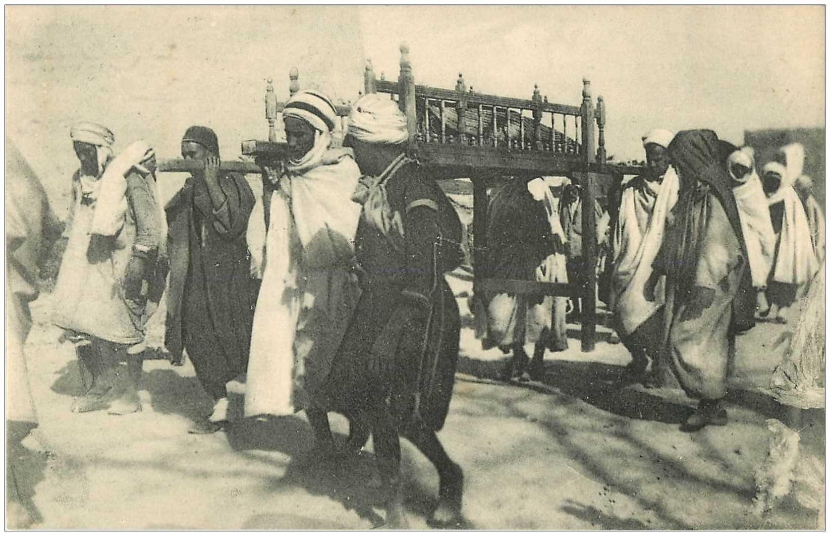 carte postale ancienne Tunisie. Un Enterrement Arabe
