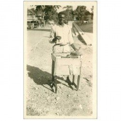 carte postale ancienne ANTILLES. Haïti. Selling candies. Vendeur Ambulant de confiserie. photo carte postale