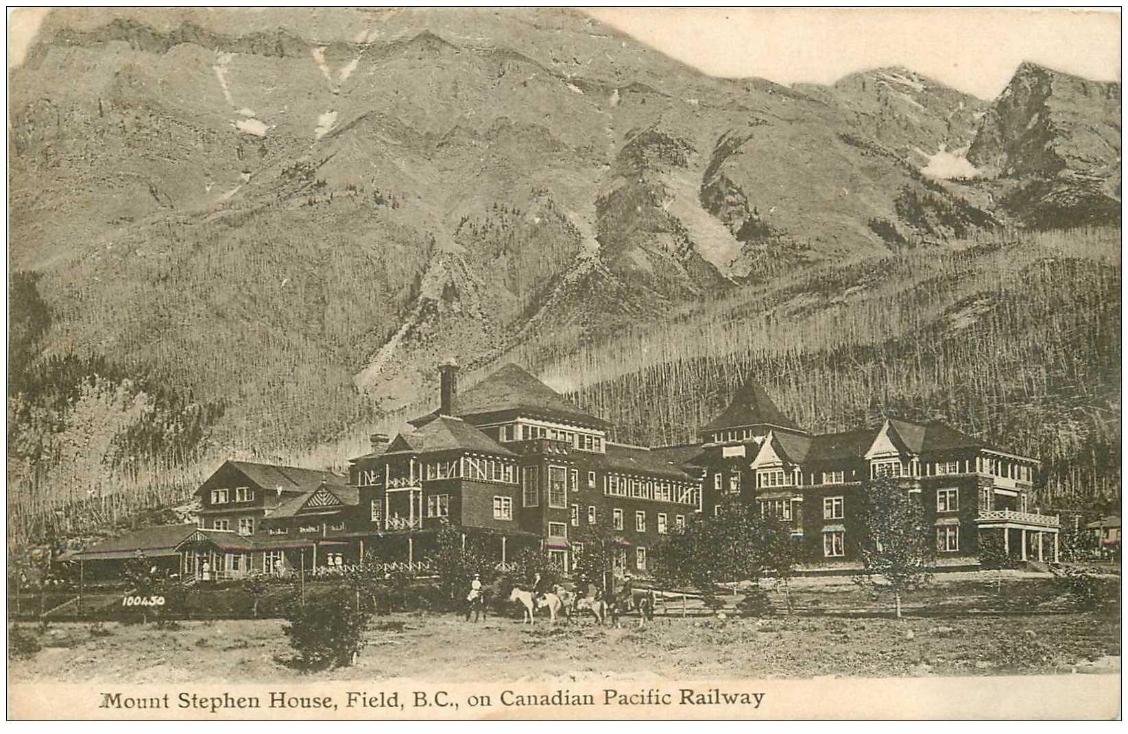 carte postale ancienne CANADA. Mount Stephen House Field B.C on Canadian Pacific Railway