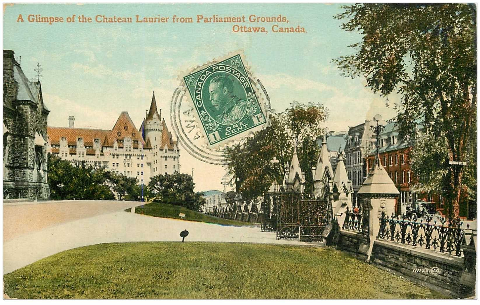 carte postale ancienne OTTAWA. A Glimpse of the Chateau Laurier from Parlament Grounds.