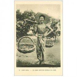 carte postale ancienne CHINE. Chefoo un jeune Chrétien porteur de paniers 1939