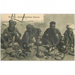 carte postale ancienne INDE. Benares. Charmeurs de Serpents. Snake Charmers