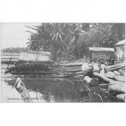 carte postale ancienne INDE. Colombo. Transport du bois sur Pirogue barque vers 1900