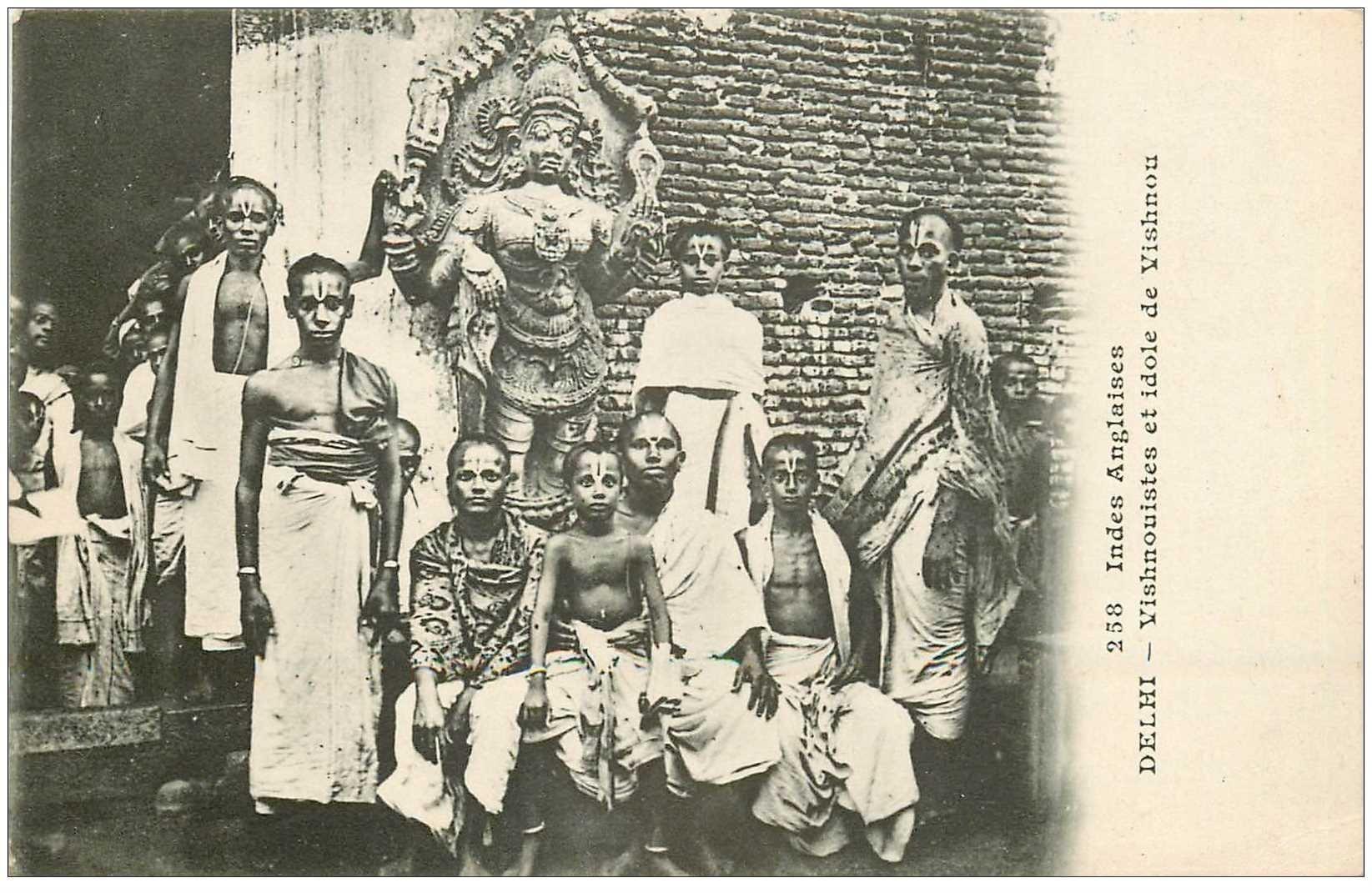 carte postale ancienne INDE. Delhi Vishnouistes et idole de Vishnou vers 1900