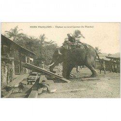 carte postale ancienne INDE. Eléphant au travail portant des planches