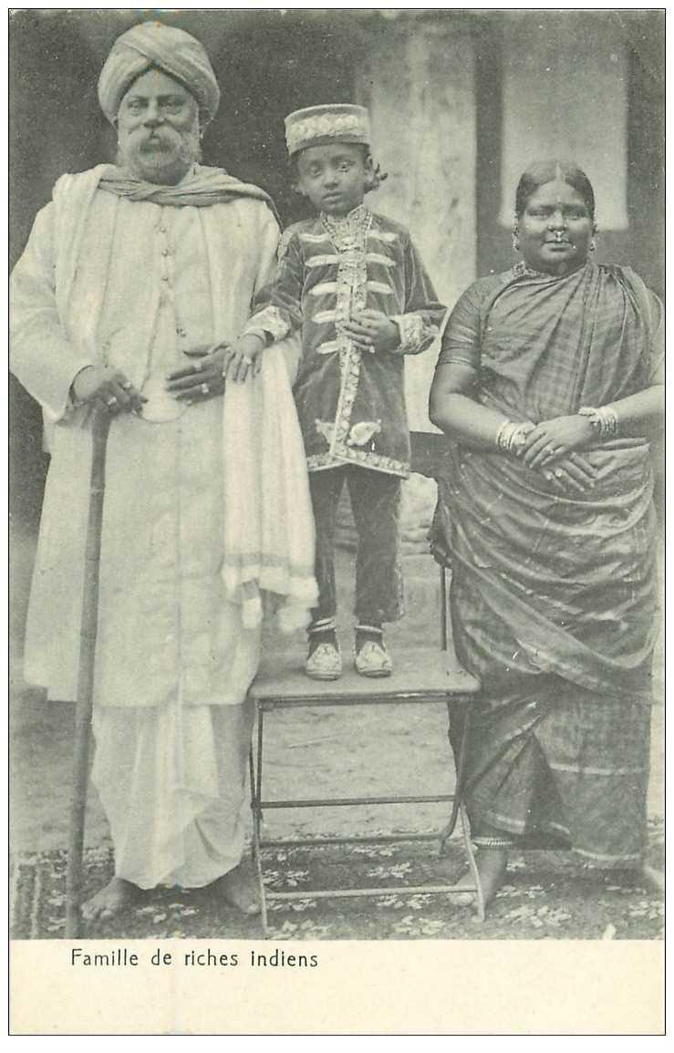 carte postale ancienne INDE. Famille de riches Indiens