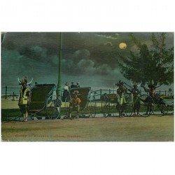 carte postale ancienne INDE. Group of Ricksha Pullers Durben. Les pousses-pousses avec personnages